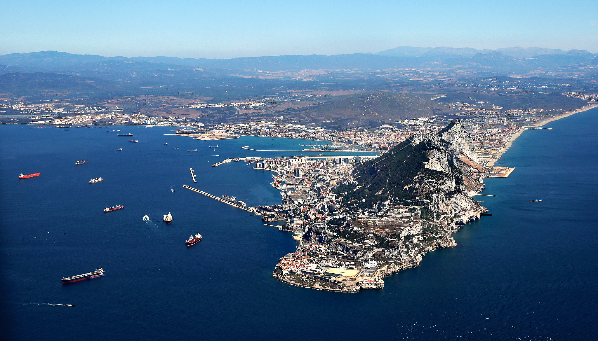 From Mediterranean Sea to the Atlantic Ocean: these are Gibraltar holidays