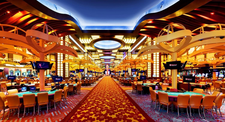Luxury casino gamblers keep casino doors open