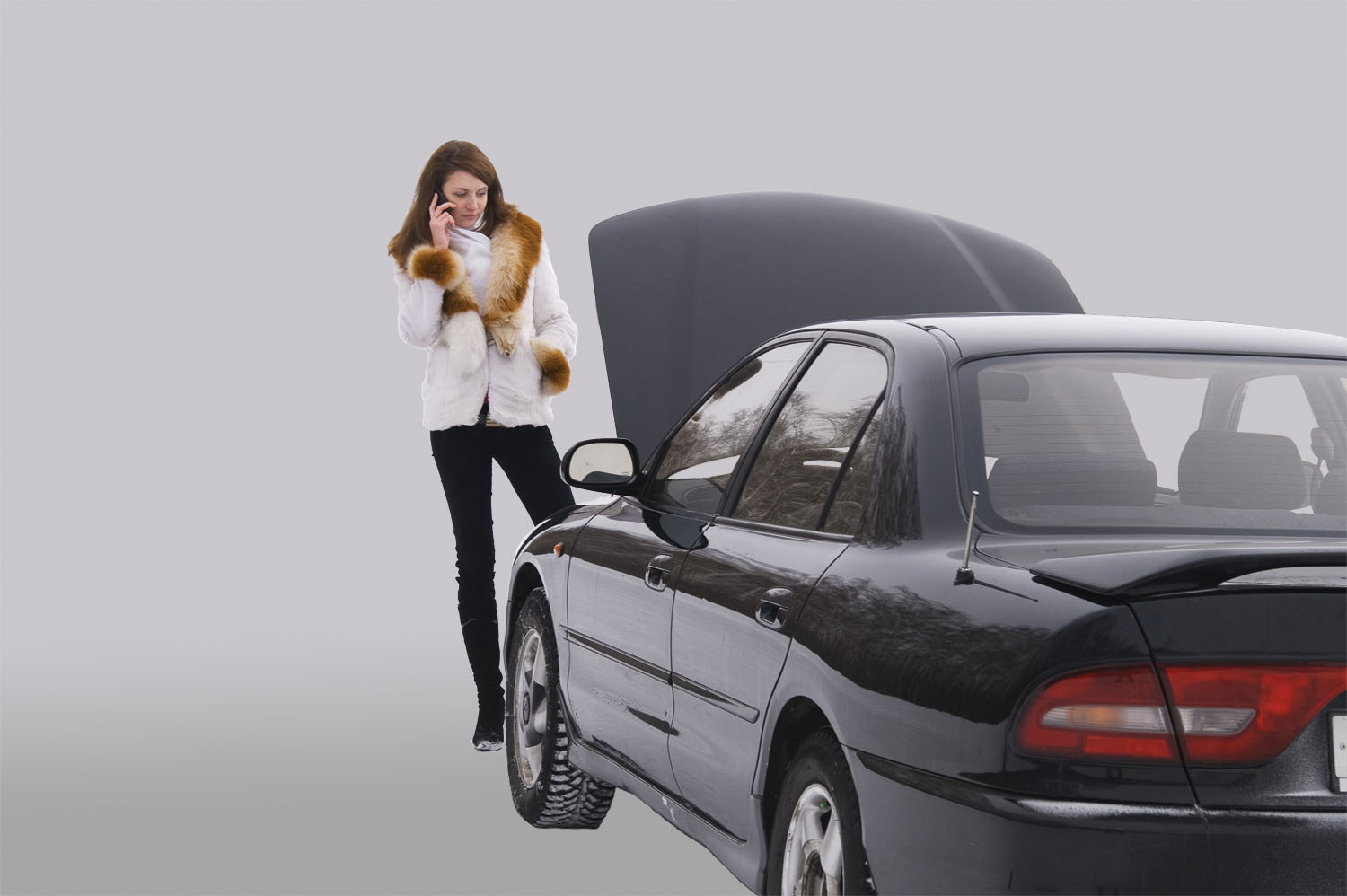 breakdown-car-woman-phone