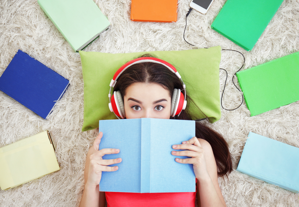 reading a book vs listening to an audio book essay What are the cognitive differences between reading a book between reading a book and listening to it is listening to an audiobook and reading the same.