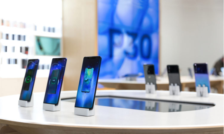 Huawei P30 and Huawei P30 Pro Smartphones on display in the shop